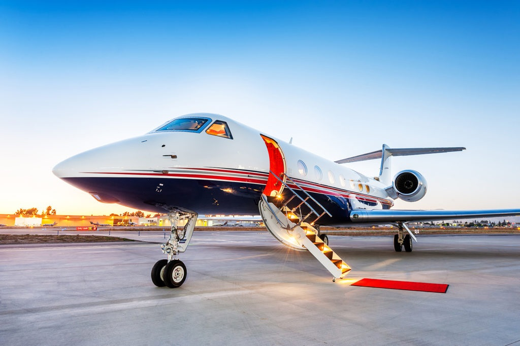 Why It's Ideal to Fly with a Private Jet for Your Business